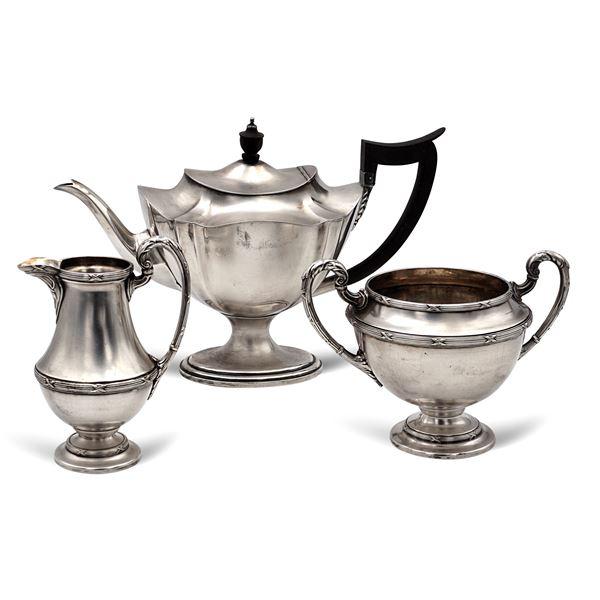 Gruppo di oggetti in metallo argentato (3)