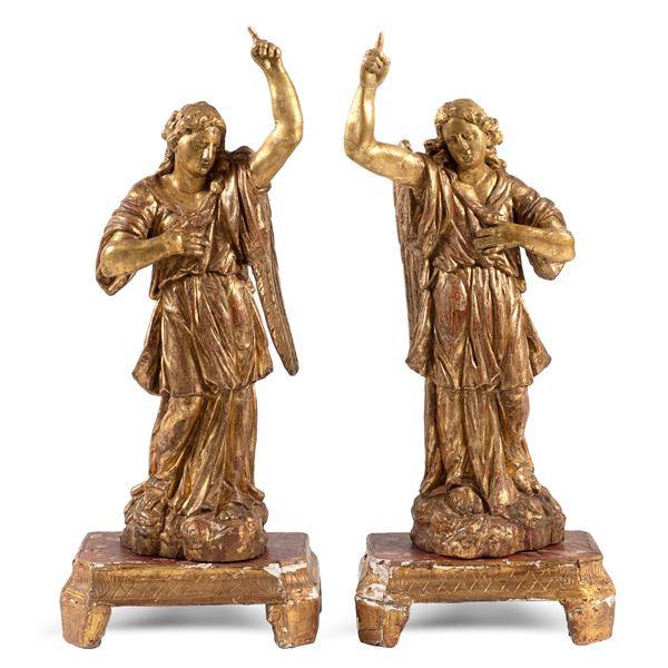 Coppia di sculture in legno dorato ed intagliato