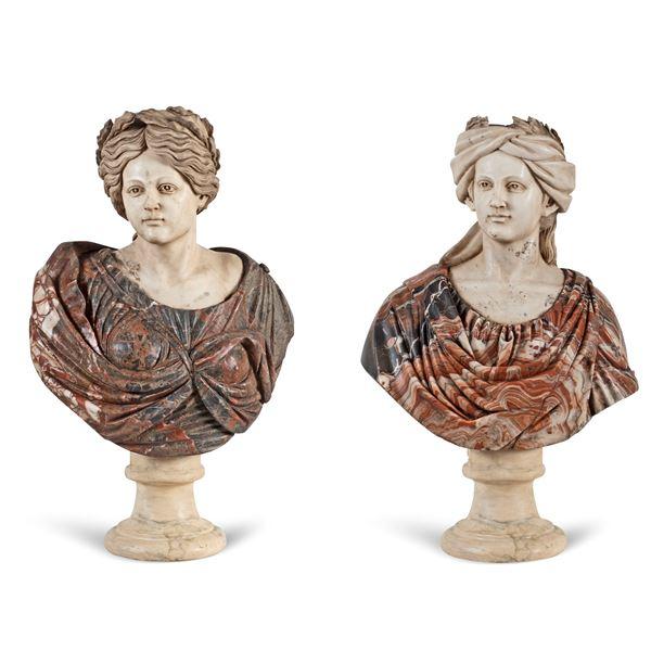Coppia di busti in marmo bianco e marmi policromi