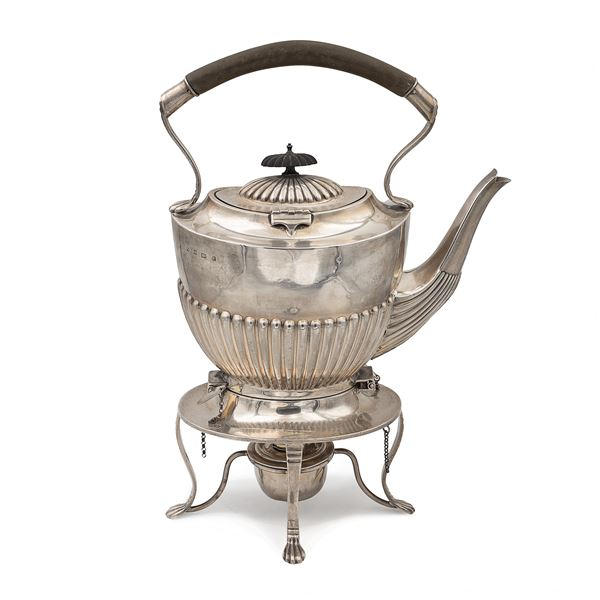 Tea Kettle in argento