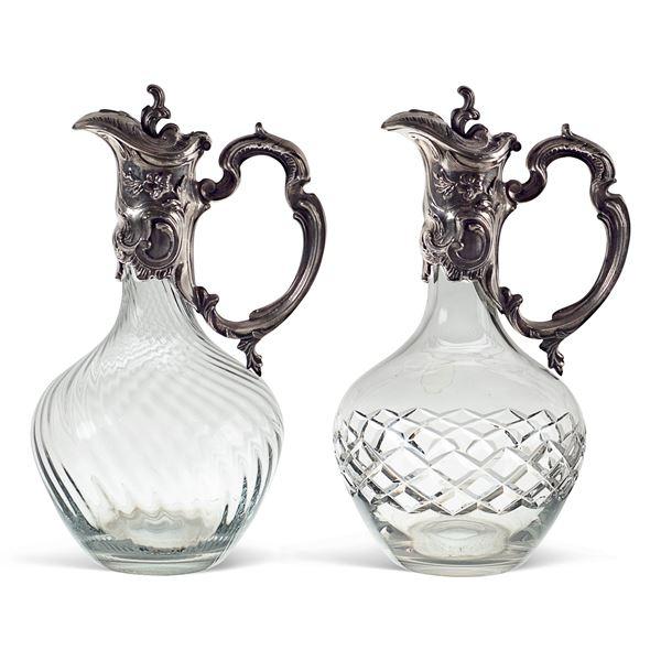 Coppia di caraffe in vetro soffiato e molato e metallo argentato