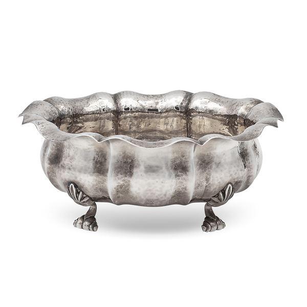 Centrotavola in argento battuto