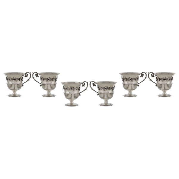 Set di coppe in argento con manico (6)