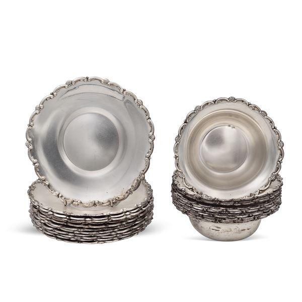 Set di coppette con piattini in argento (24)