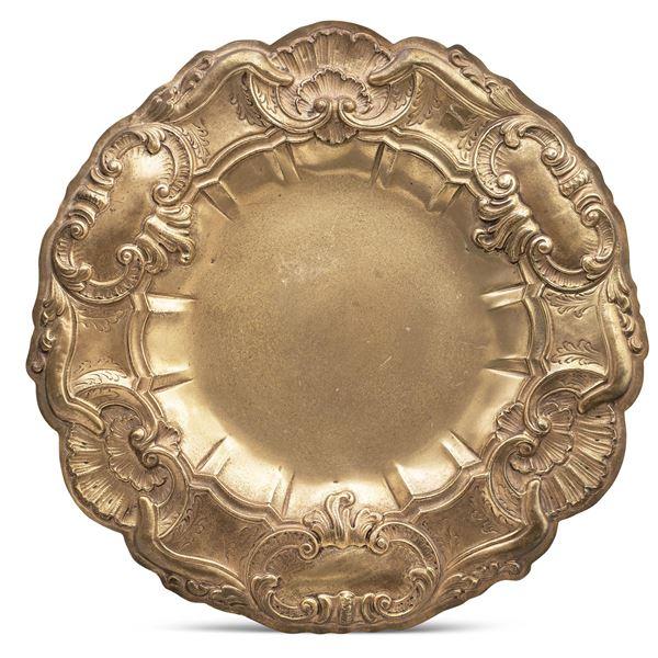 Grande piatto in argento dorato