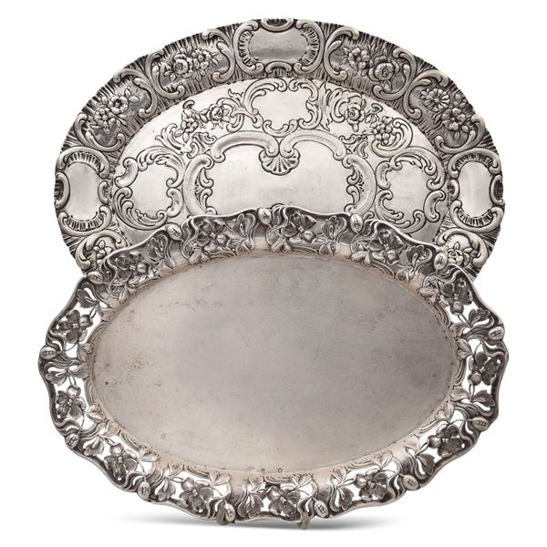 Due vassoi in argento