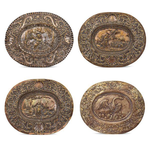 Gruppo di piatti da parata in metallo argentato e dorato (4)