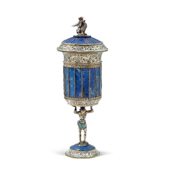 Coppa con coperchio in lapislazzulo, argento e smalti policromi