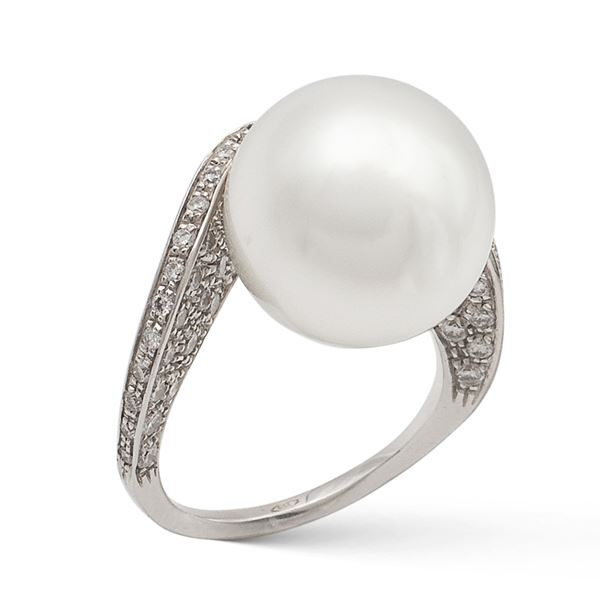 Anello in oro bianco 18kt con perla coltivata
