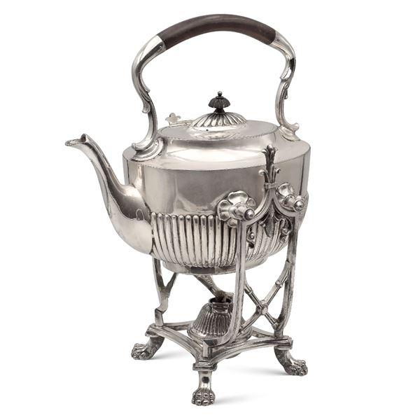 Tea kettle in metallo argentato