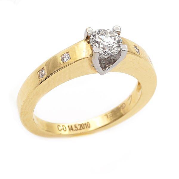 Anello solitario in oro giallo 18kt con un diamante
