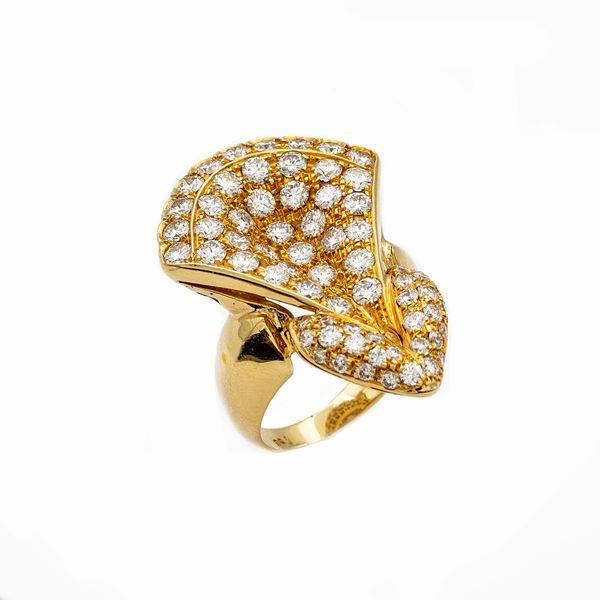 Anello in oro giallo 18kt e diamanti